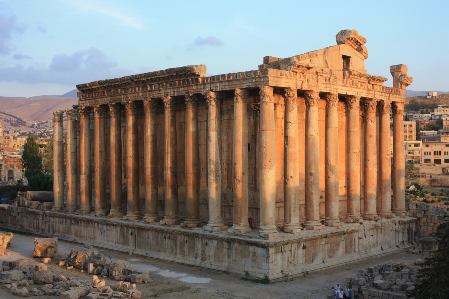Image of the Temple of Bacchus in Baalbek, Libanon.